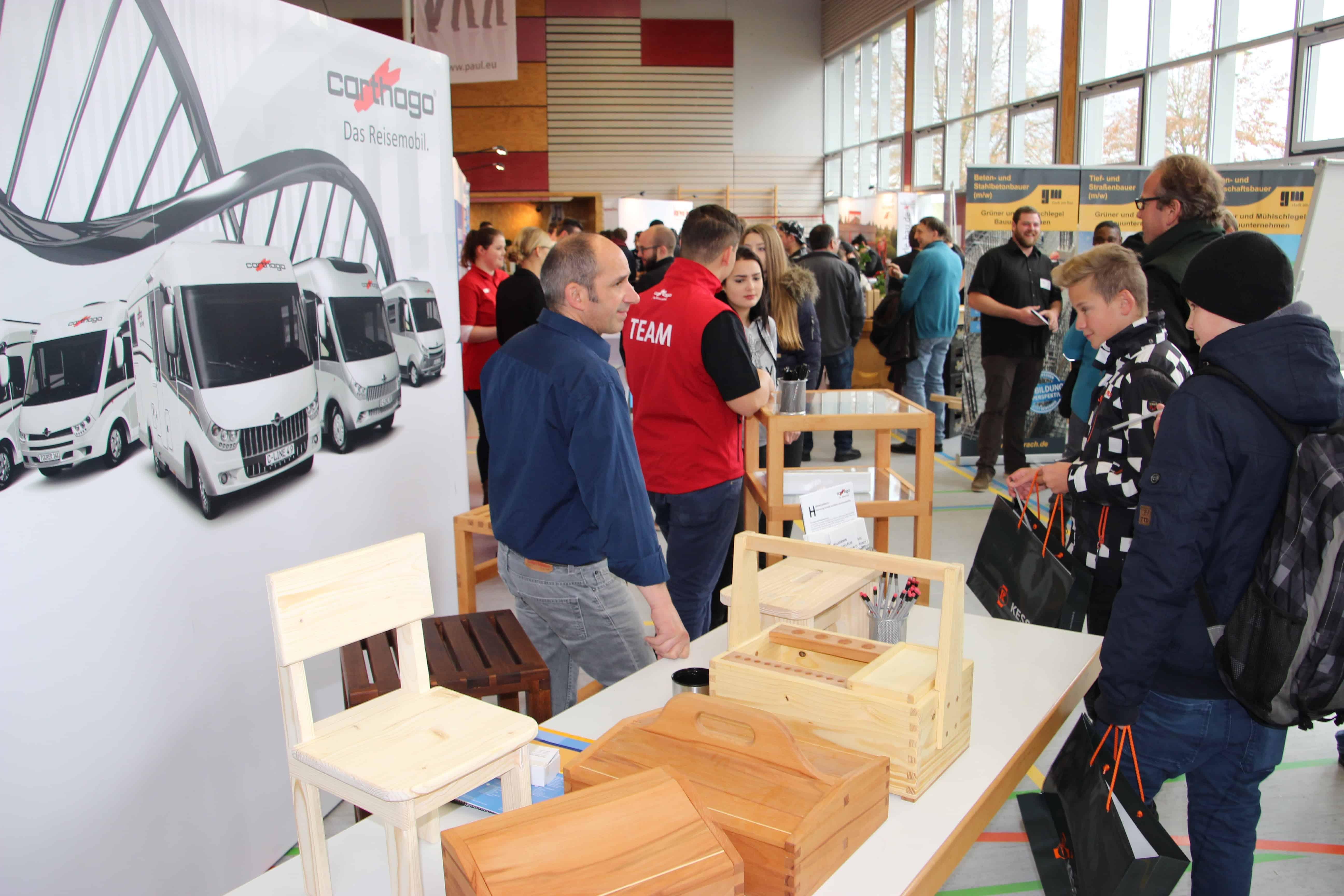 Neuntklässler besuchen regionale Bildungsmesse in Alleshausen