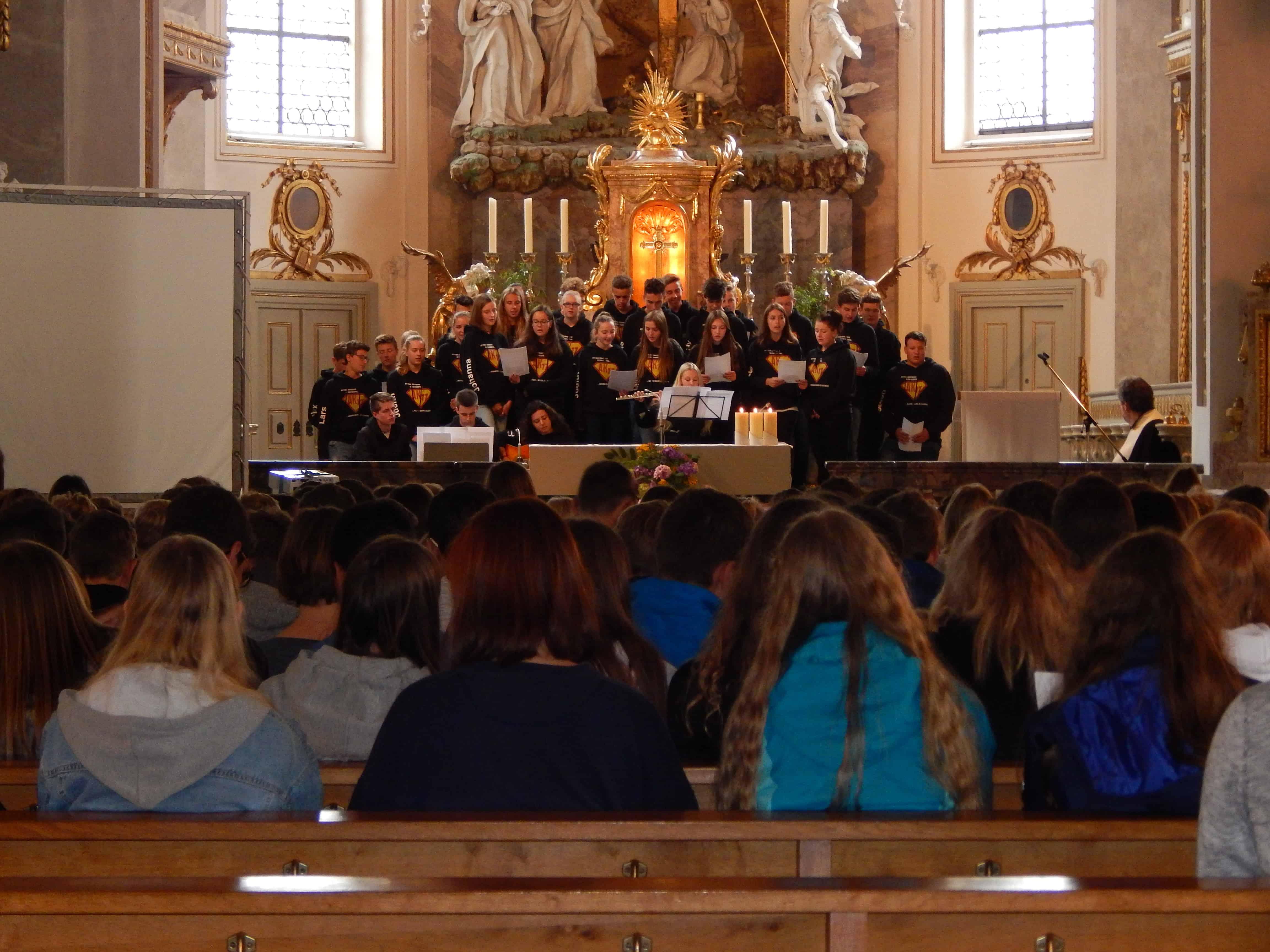 Letzter Tag des Schuljahrs: Abschlussgottesdienst zum Thema Barmherzigkeit